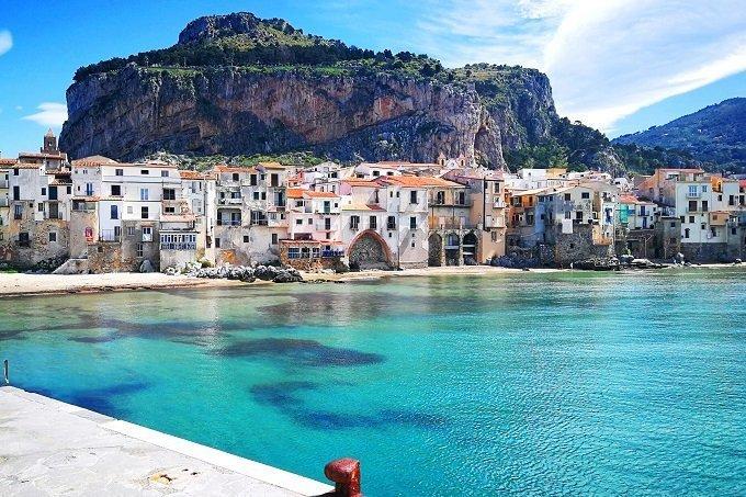 Noleggia una barca a vela Veliana Charter per visitare la splendida Cefalù